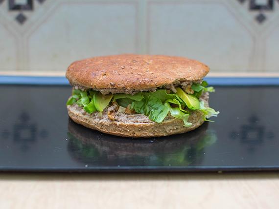 Sándwich en pan multicereal de atún