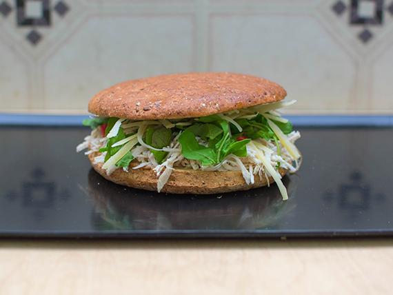 Sándwich en pan multicereal de pollo