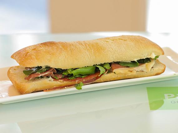 Sándwich de jamón crudo
