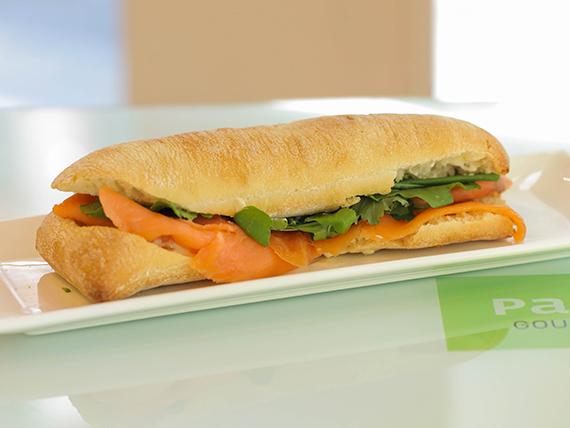 Bocatta sándwich de salmón