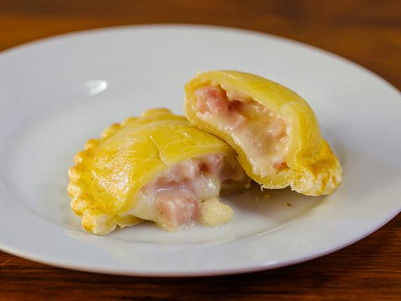 13 - Empanda de jamón y queso