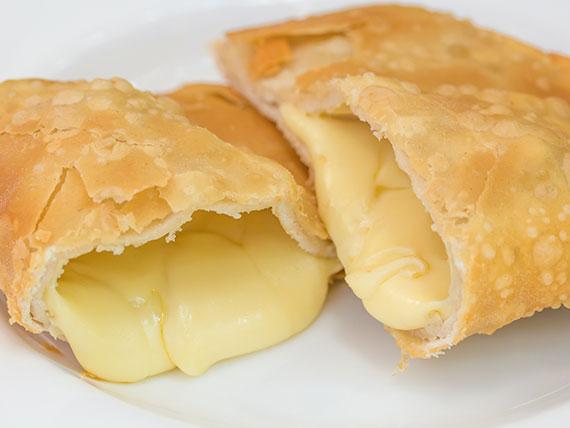 Empanada de queso frita