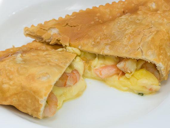 Empanada de camarón frita