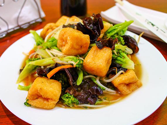 Tofu con verduras especial