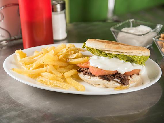 Promo - Sándwich de churrasco + papas fritas (porción chica) + bebida en lata