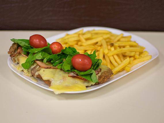 Milanesa rúcula y cherry con papas fritas o ensalada