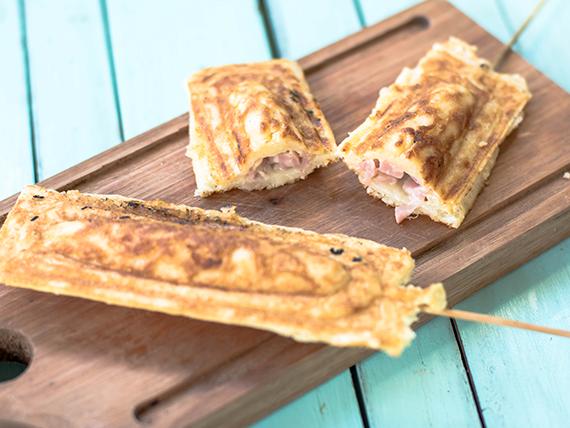 Panqueque en palito de jamón y queso