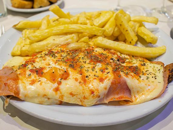 Promo 57 - Super milanesa de ternera napolitana con papas fritas