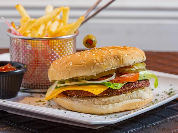 Sándwich de hamburguesa con papas fritas + soda