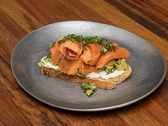 Bruschetta de salmón ahumado