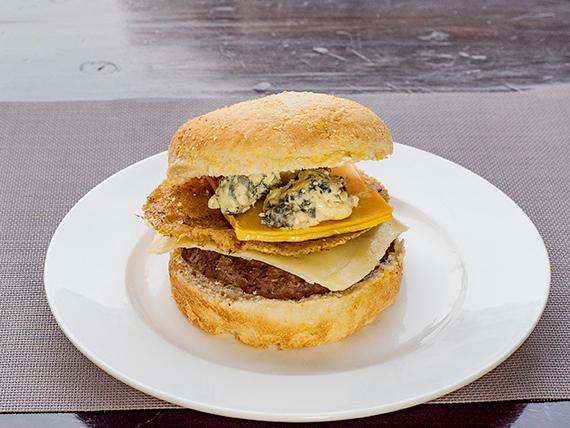 Hamburguesa gourmet a los cuatro quesos