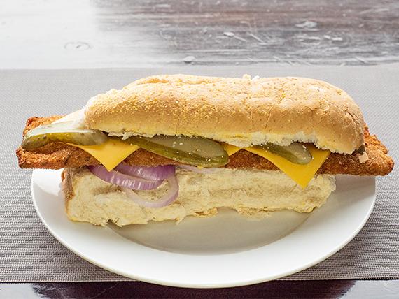 Sándwich de milanesa de pollo gourmet a la romana