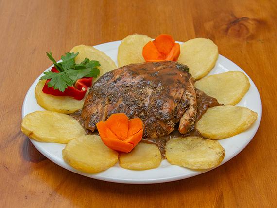¼ pollo al oreganato con papas a la española