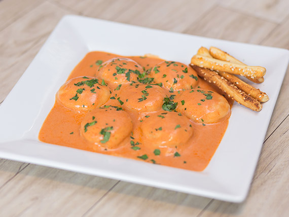 Sorrentinos caseros jamón y queso con salsa a elección