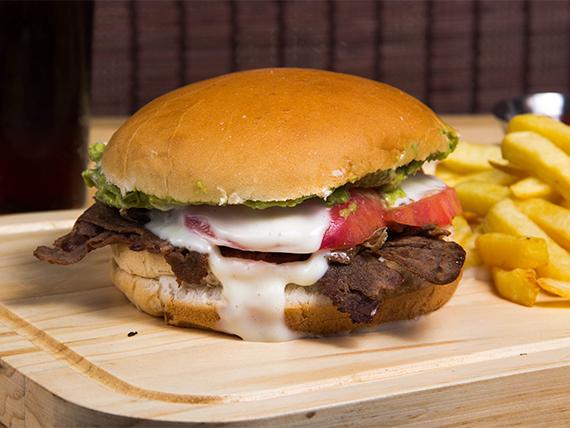 Combo - Sándwich a elección + papas fritas o empanaditas de queso + bebida 350 ml