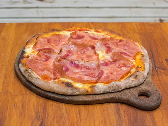 Pizza con jamón cocido