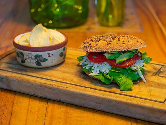 Sándwich natural con papas de copetín