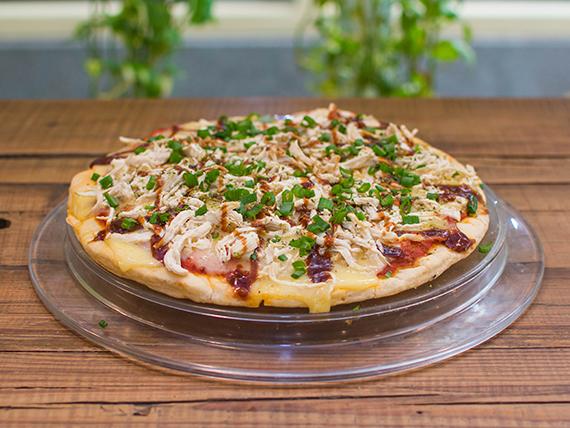 Pizza con pollo BBQ