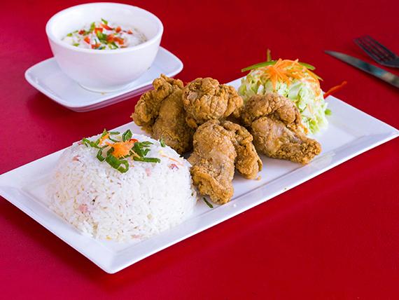 Pollo crunch con arroz + bebida en lata