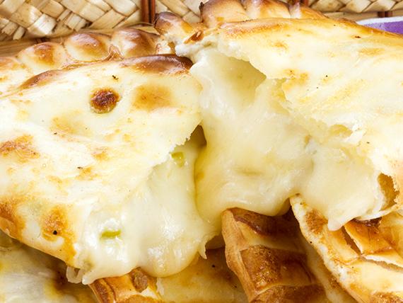 Empanada queso y aceitunas