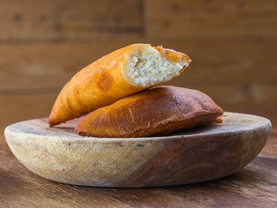 Empanada de queso blanco rallado