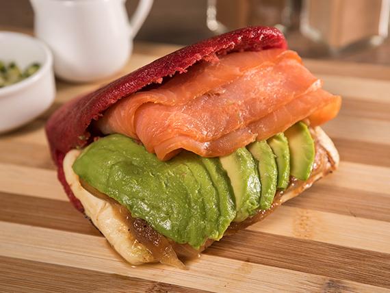 Arepa con salmón