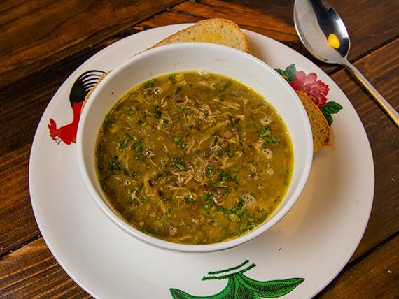 Sopa de lentejas con pollo