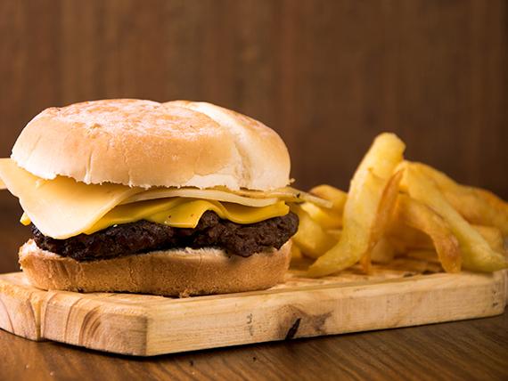 Combo - Hamburguesa sola  + papas fritas + bebida en lata 354 ml