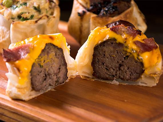 Canastita de hamburguesa con cheddar