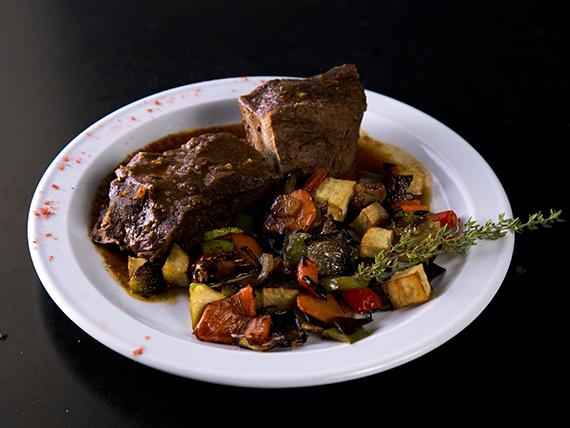 Sábado - Carne al horno con vegetales salteados