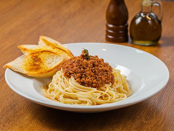 Linguini a la boloñesa