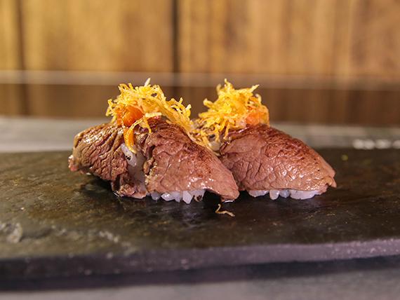 Nigiri de lomo criollo (2 piezas)