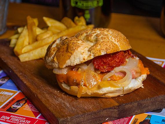 Hamburguesa Barba Roja con papas fritas