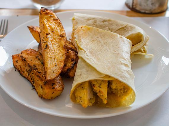 Wrap de pollo con papas rústicas