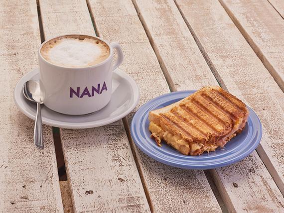 Desayuno o merienda - Café + tostado de jamón y queso