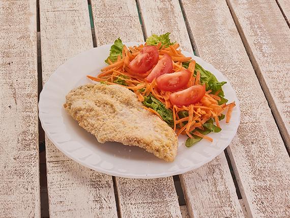 Milanesa al plato con ensalada