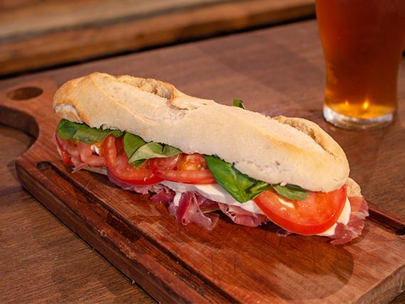 Sándwich con jamón crudo