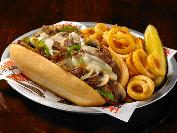 Philly cheese steak sándwich con curly fries