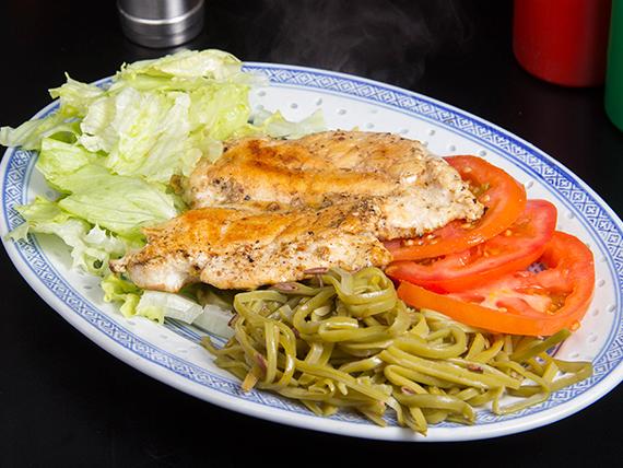 Pollo a la plancha con papas fritas o ensalada
