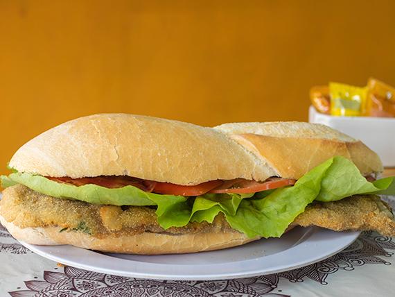 9 - Sándwich de milanesa de carne con lechuga y tomate