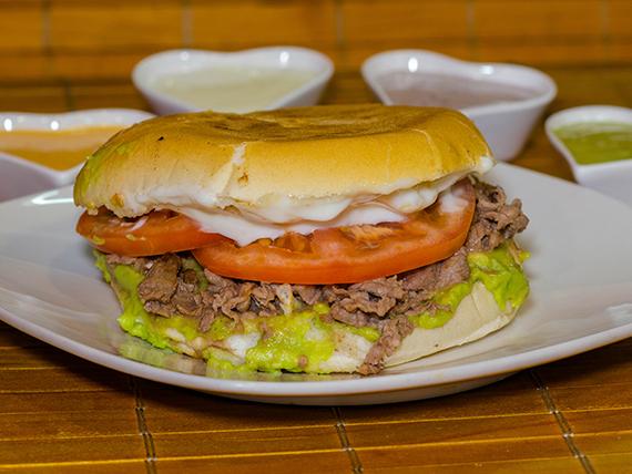 Sándwiches (14 cm) + 2 ingredientes + mayo casera