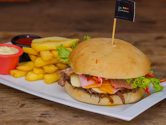 Sándwich de carne mechada