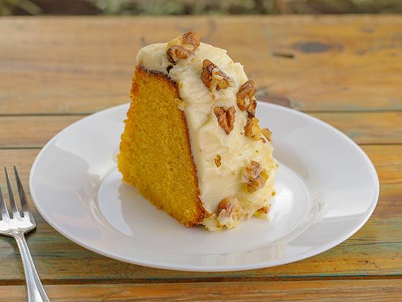 Carrot cake con frosting de queso crema y nueces