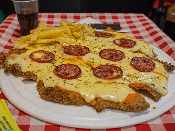 Pizzanesa calabresa con papas fritas