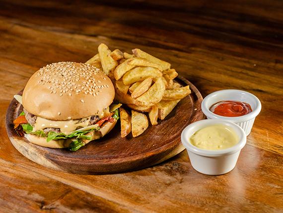 Ridícula de buena burger con papas fritas
