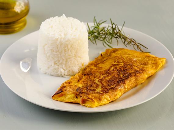 Omelette de jamón y queso con guarnición