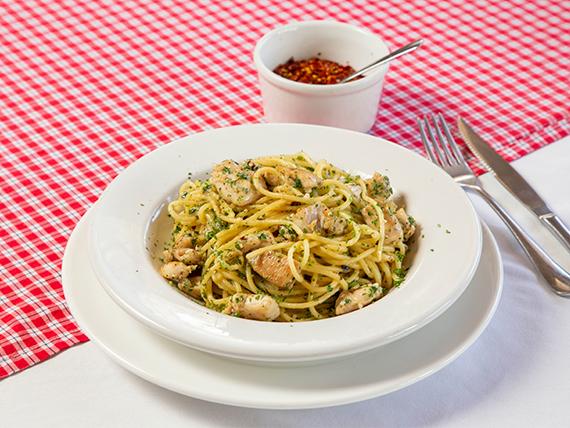 Spaghetti all'aglio olio, peperoncino e pollo
