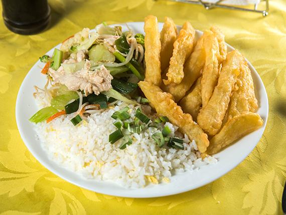 Colación - Chapsui de pollo con papas fritas chinas