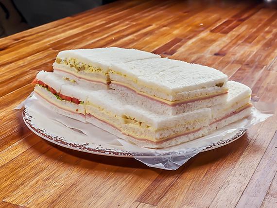 Sándwiches triplines surtidos (12 unidades)