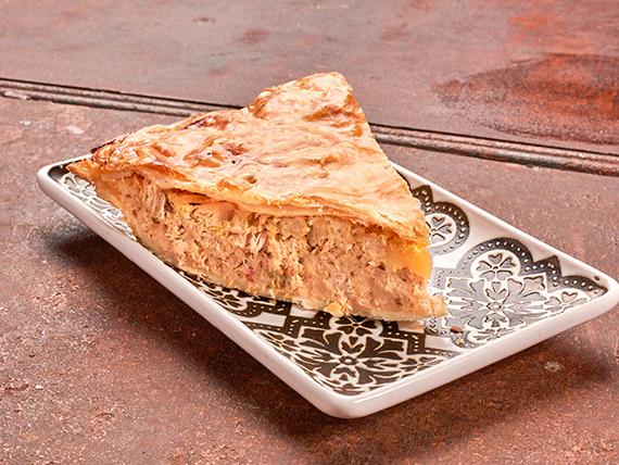 Tarta de atún (porción)